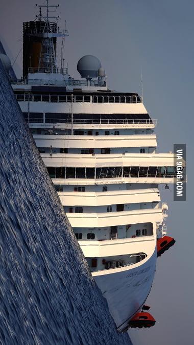 Italian Ship MINDF**K!