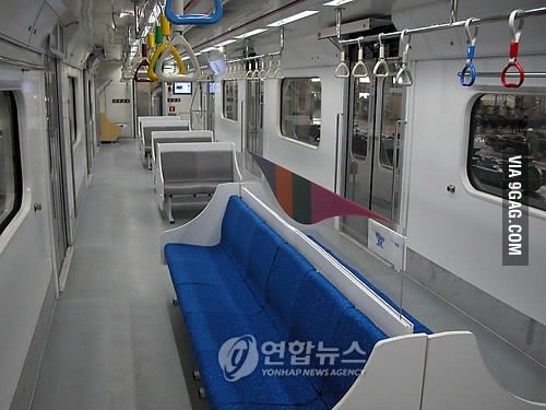 Seoul subway: No longer stare the strangers
