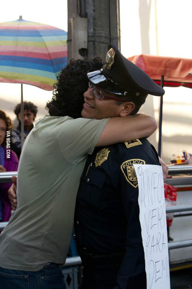 Student protester hugs cop at mexico yosoy132 movement 9gag for Architecture students 9gag