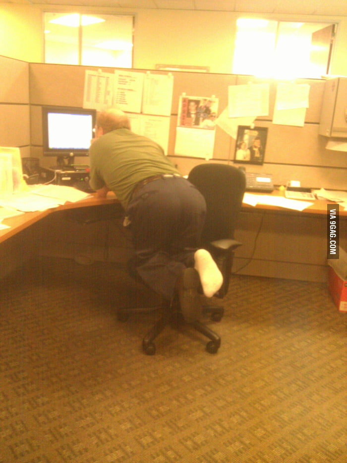 The most awkward office chair lean