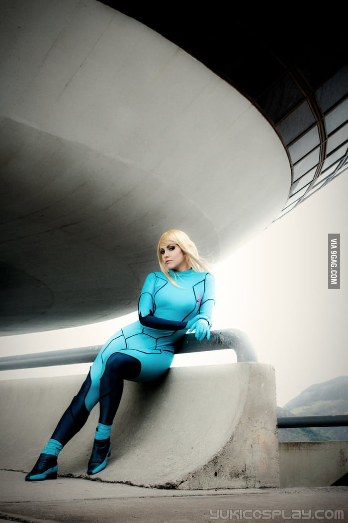 Samus at Galactic Federation HQ - Metroid