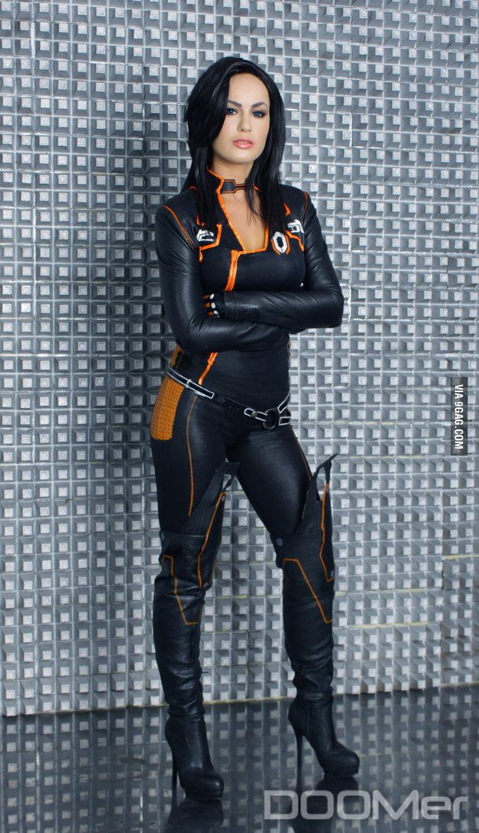 Miranda Lawson 12
