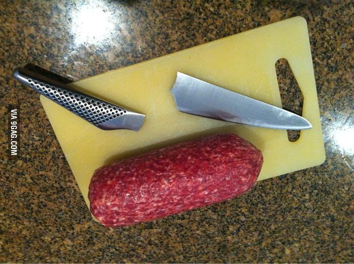 Salami: 1, Knife: 0.