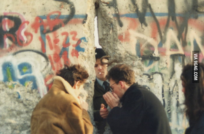 Smoking has no boundary, even the Berlin Wall can't stop it.