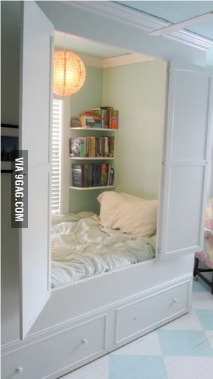 I want a closet bed too!