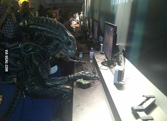 Alien playing Alien as Alien.