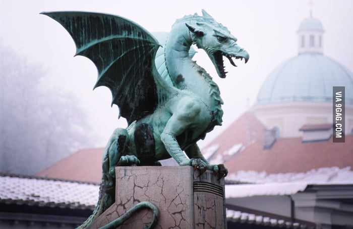 Awesome dragon statue i