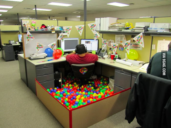How to decorate a office cubicle for a birthday.