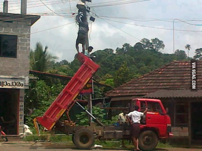 Changing the street lamp... LIKE A BOSS!
