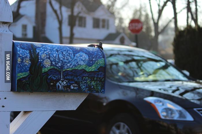 Amazing mailbox art!