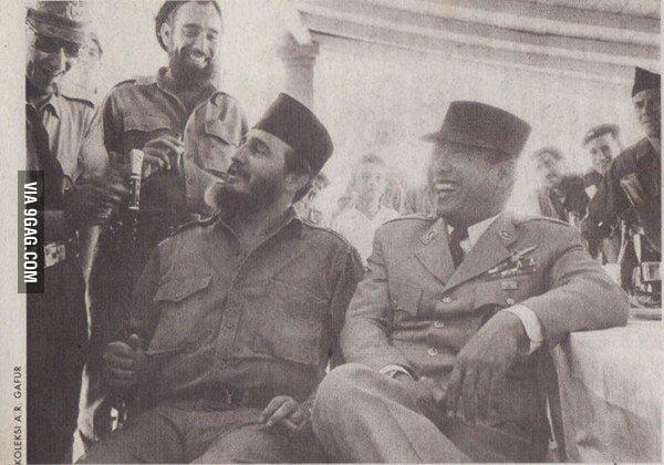 Castro dan Bung Karno bertukar topi dan kopiah | Foo: A Gafur