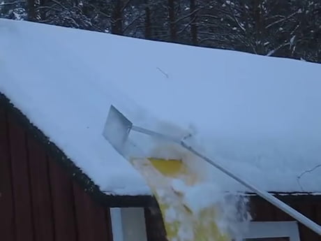 Removing roof snow is so oddly satisfying