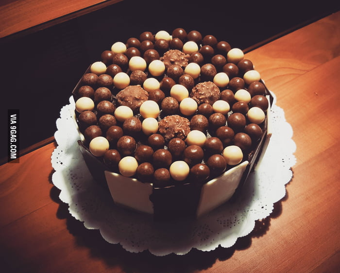 Ferrero Rocher Cake: Hazelnut, Nutella, Manjar and Chocolate - 9GAG