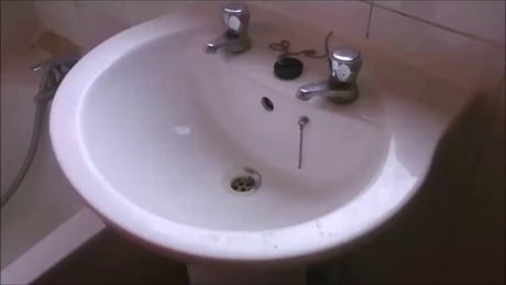 How to wash hands in UK