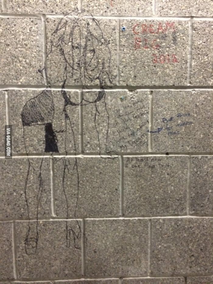 Saw it in men 39 s bathroom creativity at its best 9gag for Bathroom 9gag