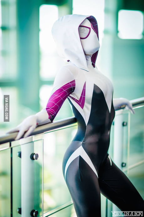 Beautiful Spider Gwen cosplay