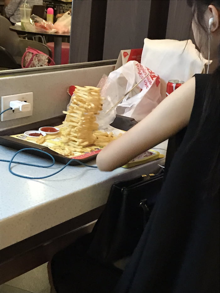 This girl at McDonalds built a Jenga tower with her fries