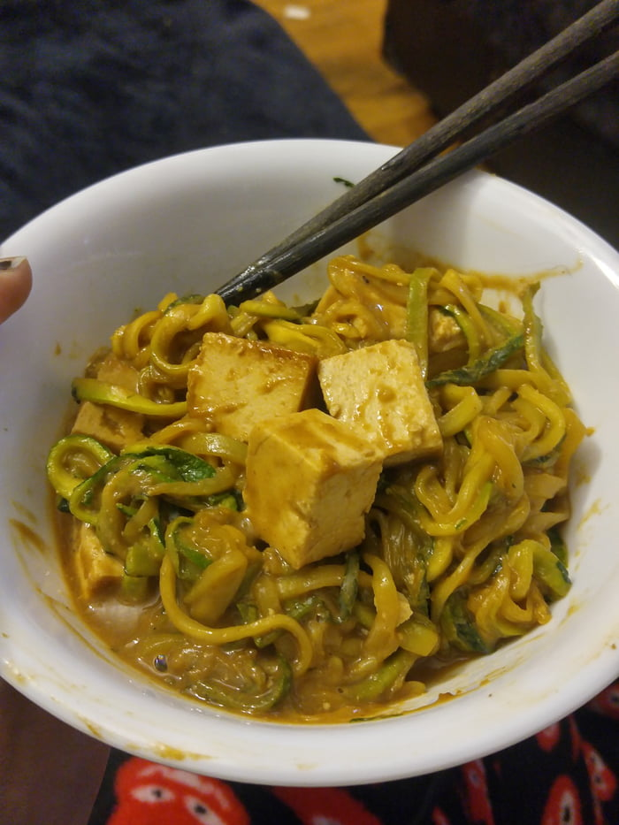 "Spicy peanut zucchini ""noodles"" with sesame ginger ..."