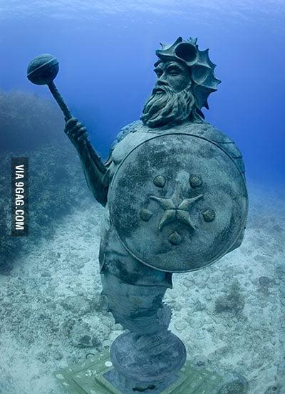 underwater statues memes