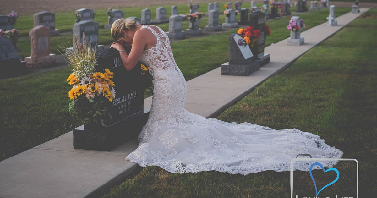 Bride Takes Wedding Photos Alone After Firefighter Fiance Killed by Drunk Driver