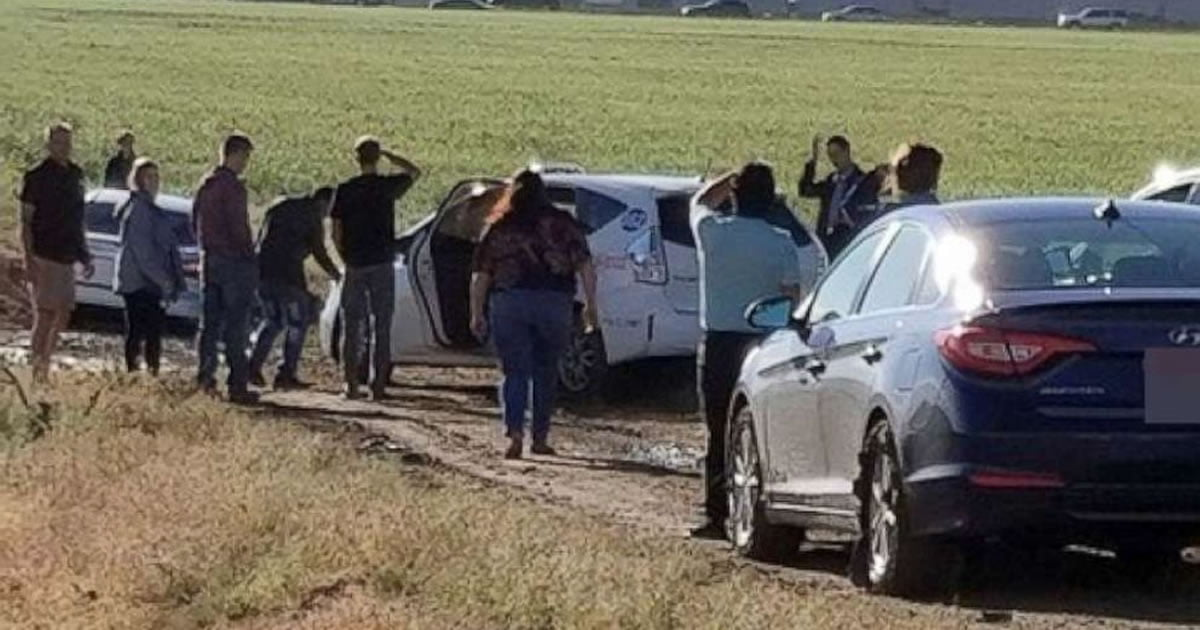 Google Maps Shortcut Turns Into Muddy Mess With Around 100 Cars 9gag