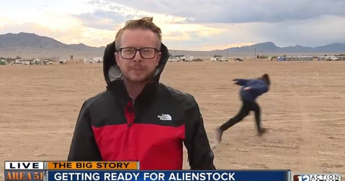 First Kyle Spotted Naruto Running Through Area 51 During Live News