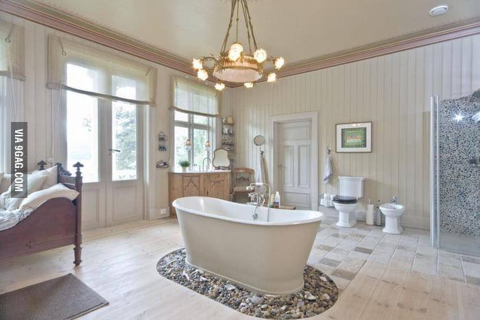 Best bathroom in the world 9gag for Bathroom 9gag