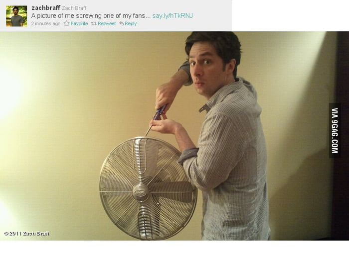 A picture of Zach Braff screwing one of his fans