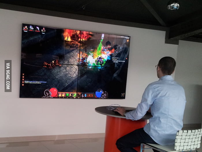 Playing Diablo 3 like a boss