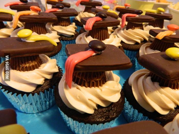Creative dessert for graduation party