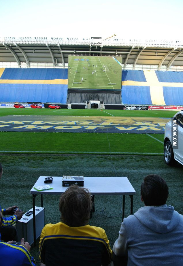 Playing FIFA on a normal TV screen is too mainstream