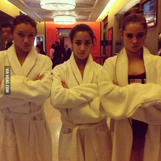 "McKayla Maroney posting ""not impressed"" pics"