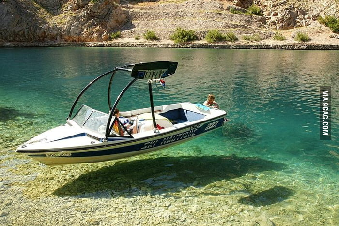 The water is so clear that the boat looks like hovering.