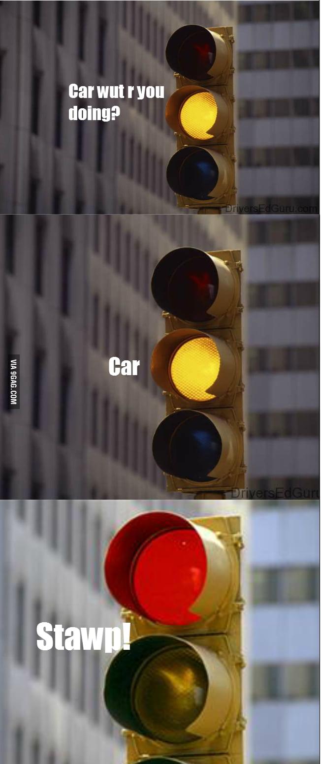 Poor yellow traffic light