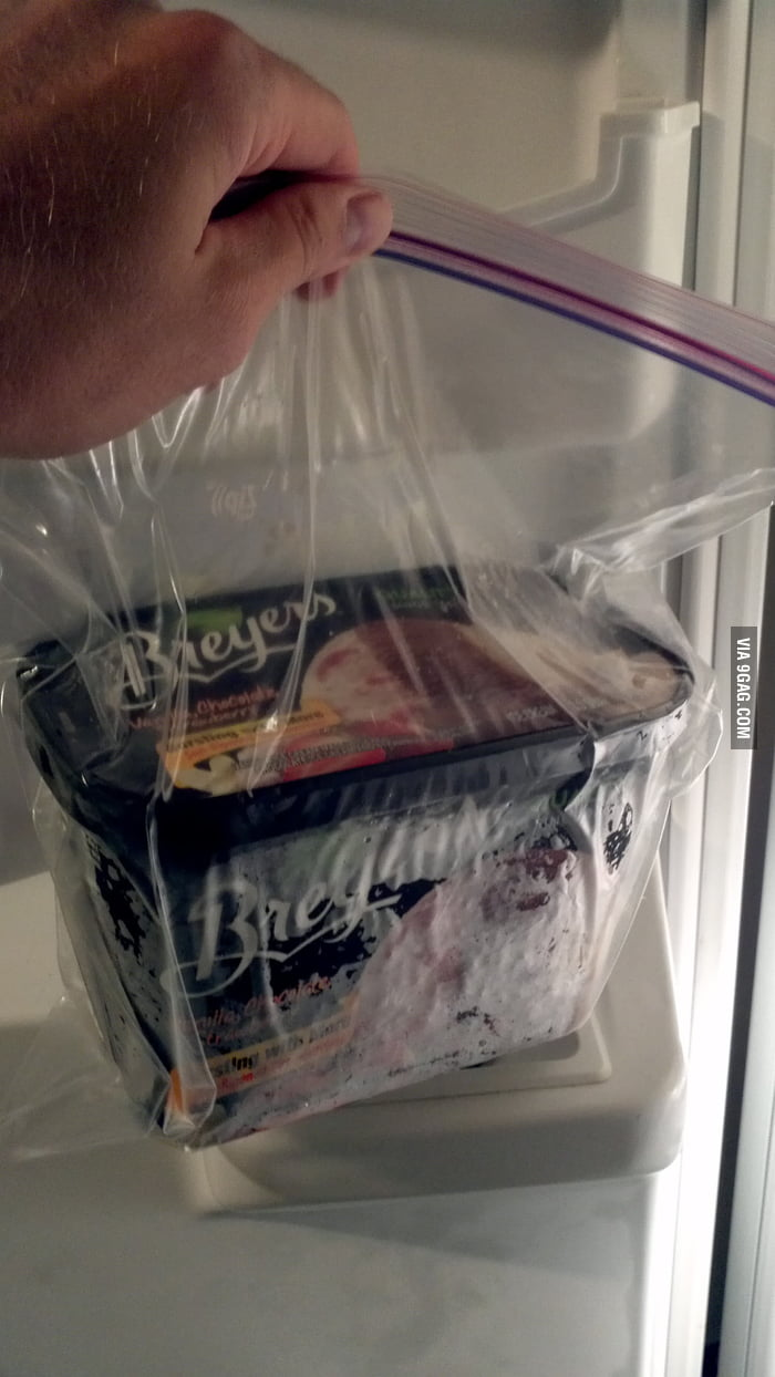 Lifehack: Put ice cream in a zipper bag can keep it soft.