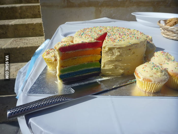 Want a slice of this rainbow cake?