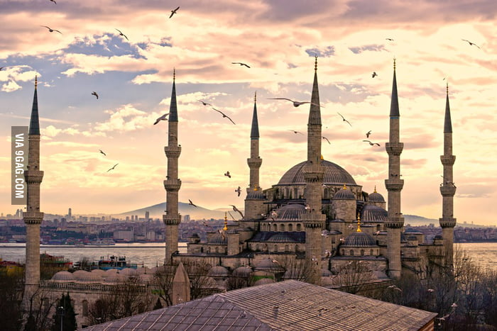 Istanbul is beautiful.