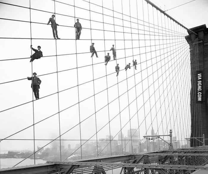 Workers on the Brooklyn bridge in 1914