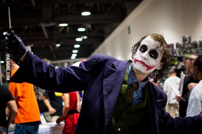 This Joker at Long Beach ComicCon looks like Heath Ledger!