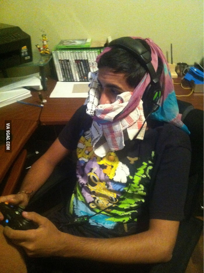 How my friend played Halo 4 after his wisdom teeth removal.