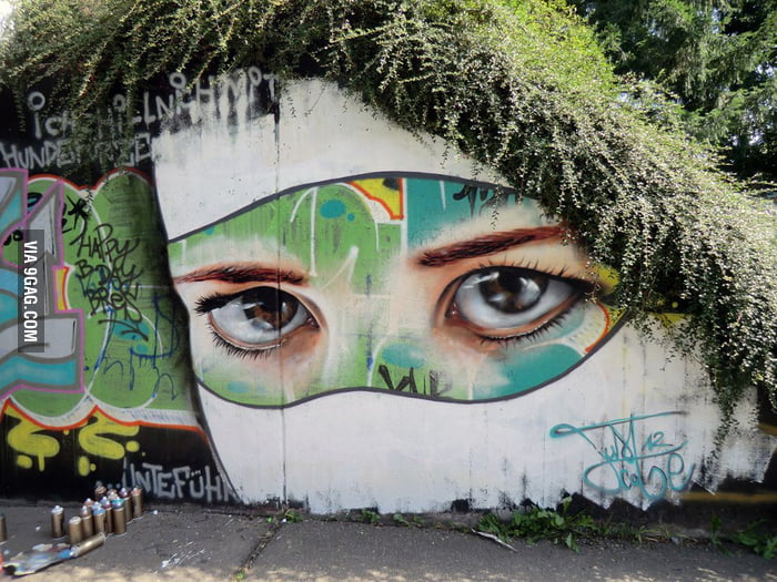The most realistic eyes I've seen in a graffiti wall.