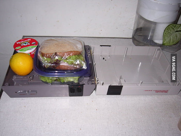 Re-use of an old game console: Nintendo Lunchbox