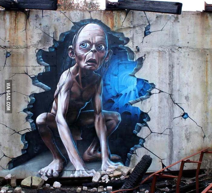 Awesome Smeagol/Gollum Street Art