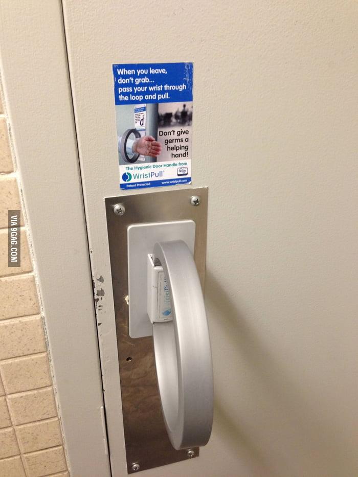 Every toilet should have this door.