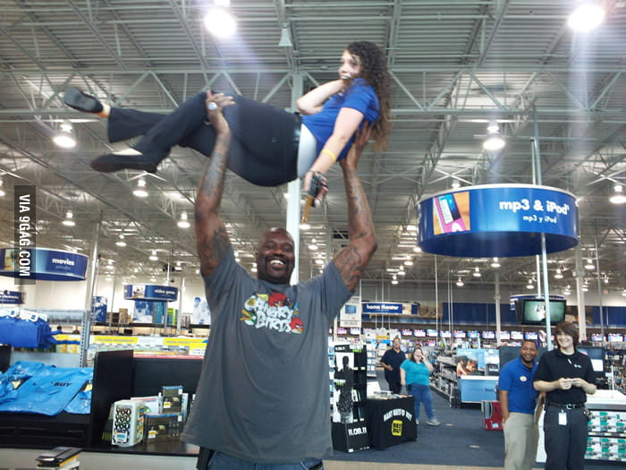 When Shaquille O'Neal goes to Best Buy...
