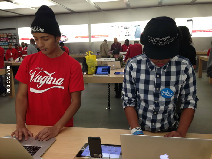 Saw this perfect pair of hipsters at Apple Store.