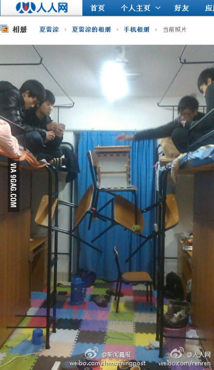 How Chinese students play poker card in the dorm