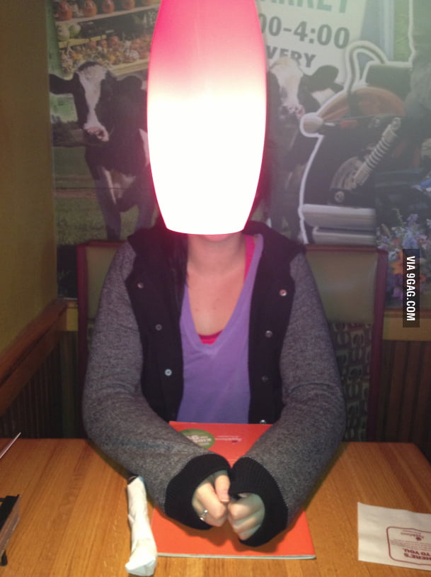 I think Applebee's should rethink their table lighting.