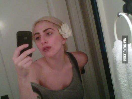 Yahoo reveals Lady Gaga without her make up