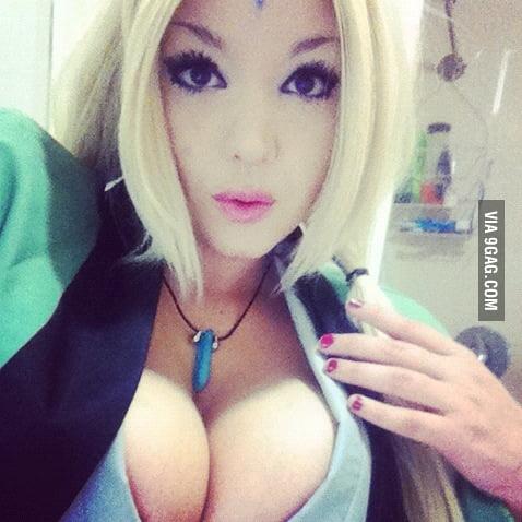 Sexy tsunade cosplay